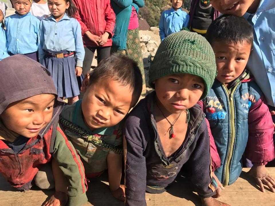 Mani per il Nepal bambini