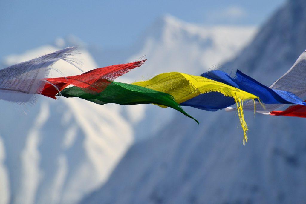 Mani per il Nepal bandiere di preghiera tibetane