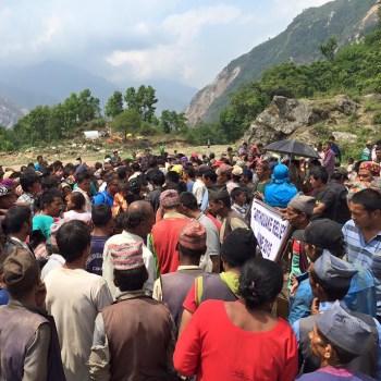 Mani per il nepal aiuti diretti